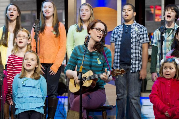 Ingrid Michaelson accompanied by children from Newtown, Conn. and Sandy Hook Elementary school perform &quot;Somewhere Over the Rainbow&quot; on ABC's &quot;Good Morning America&quot; on Tuesday, Jan. 15, 2013 in New Yor