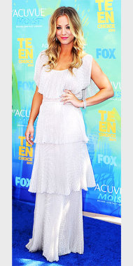 Host, Kaley Cuoco in a stylish tiered gown