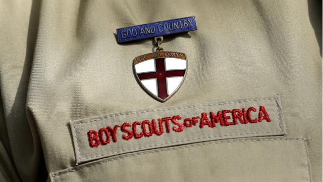 Boy Scout leaders vote to lift ban on gay members