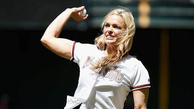 Jennie Finch becomes the first woman to manage a pro baseball team