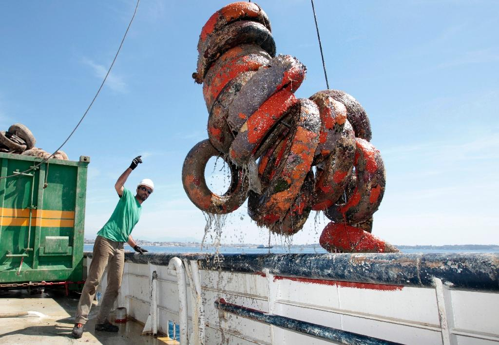 France hits reverse on sinking tyres for artificial reefs