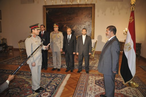 Egypt's President Mohamed Mursi observes as Egypt's new Defence Minister Abdel Fattah al-Sissi receives his orders at the presidential palace in Cairo