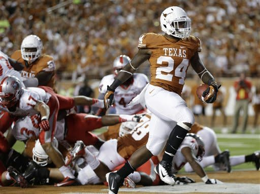 Long TDs propel No. 17 Texas over New Mexico 45-0