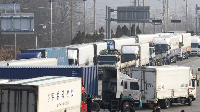 South Korean trucks turn back their way as they were refused to enter North Korea's city of Kaesong, at the customs, immigration and quarantine office in Paju, South Korea, near the border village of Panmunjom, Thursday, April 4, 2013. North Korean border authorities refused to allow entry to South Koreans who manage jointly run factories in Kaesong. (AP Photo/Ahn Young-joon)