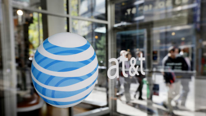 AT&T loses contract phone subscribers in 1Q