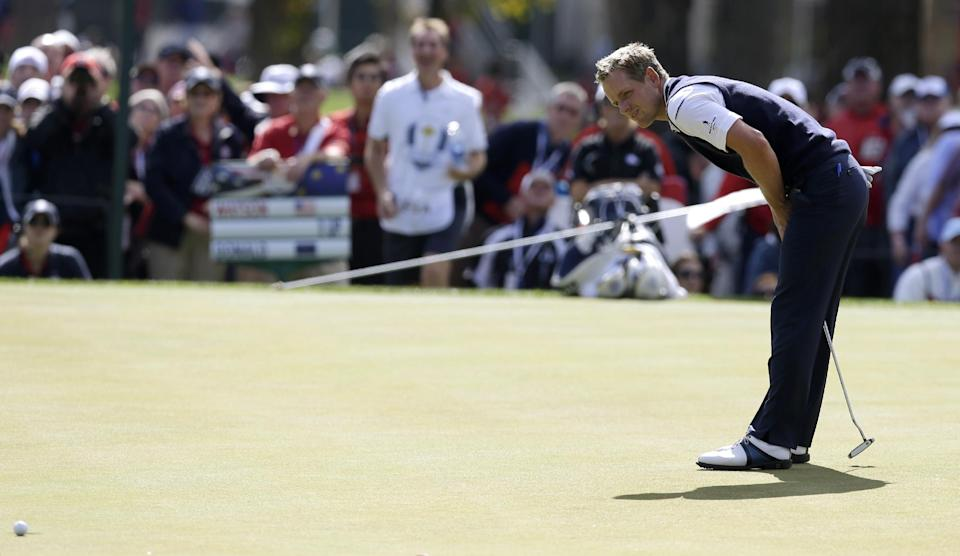 Europe's Luke Donald reacts after missing a birdie putt on the third hole during a singles match at the Ryder Cup PGA golf tournament Sunday, Sept. 30, 2012, at the Medinah Country Club in Medinah, Ill. (AP Photo/David J. Phillip)