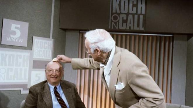 Ed Koch gets his head powdered before the start of Koch on Call on March 15, 1987.