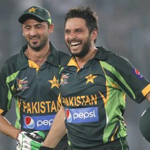 Afridi keeps firecrackers bursting in Kashmir
