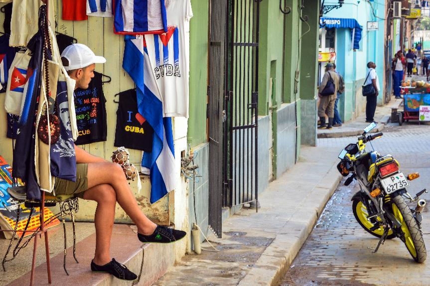 Easing embargo would boost Cuba's moribund economy