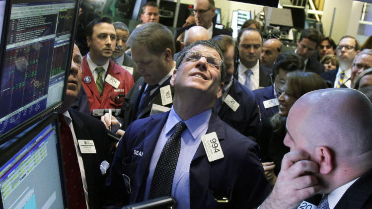 US stocks lower on consumer spending worries