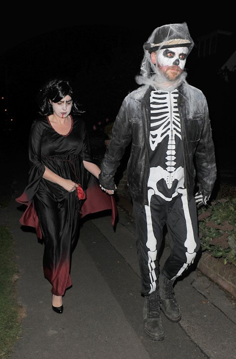 Simon Pegg and his wife were amongst the guests who got dressed up for Jonathan Ross' annual Halloween party this year.