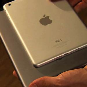 Golden iPads, larger Nexus phone may come this month