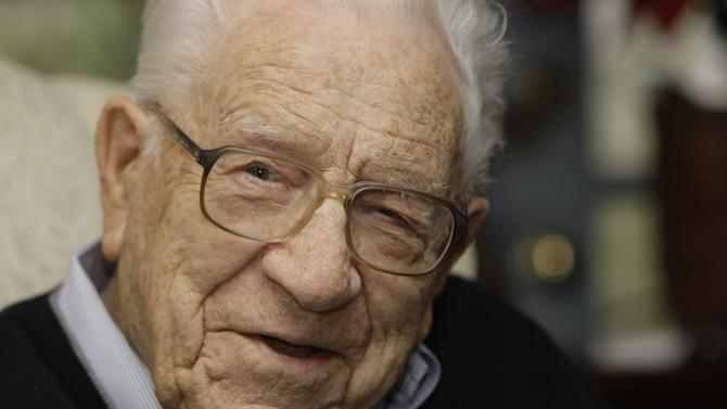 FILE - In this Jan. 13, 2009 file photo, George Beverly Shea talks at his home in Montreat, N.C.  George Beverly Shea, the booming baritone who sang to millions of Christians at evangelist Billy Graham's crusades, died Tuesday, April 16, 2013 after a brief illness. He was 104. (AP Photo/Chuck Burton, File)