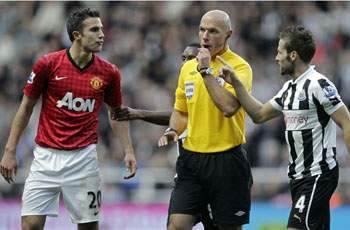 Manchester United star Van Persie faces no FA action over Cabaye elbow incident