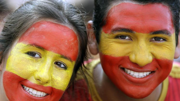 Spanish fans wait for the start of the group B World Cup soccer match between Spain and Chile at the Maracana Stadium in Rio de Janeiro, Brazil, Wednesday, June 18, 2014
