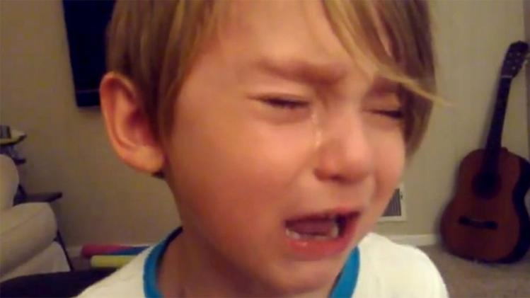 4-Year-Old Cries Over Upgrade to Apple's iOS 7