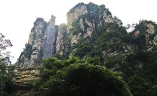 Bailong Elevator in China (Courtesy Derek郝♥中華CHINA/Panoramio)