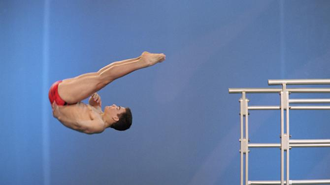 Alexandre Despatie performs in the Men's 10m Platform Semo-Final during the Sydney 2000 Olympic Games