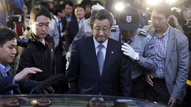 A chairman of the Kaesong Industrial District Management Committee (KIDMAC), Hong Yang-ho, center, arrives from North Korea's Kaesong city at the customs, immigration and quarantine office near the border village of Panmunjom, that has separated the two Koreas since the Korean War, in Paju, north of Seoul, South Korea, Friday, May 3, 2013. The last South Koreans stationed at a jointly run factory park in North Korea pulled out Friday, dealing a major blow to the rivals' only remaining symbol of rapprochement and rendering them with virtually no official communication channel. (AP Photo/Lee Jin-man)