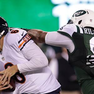Chicago Bears quarterback Jay Cutler's fumble recovered by New York Jets