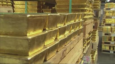 Gold report: Central banks buy big, ETF exodus slows
