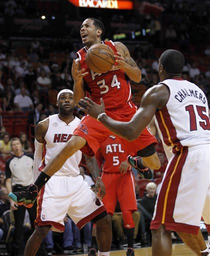 With big night from James, Heat top Hawks, 101-92