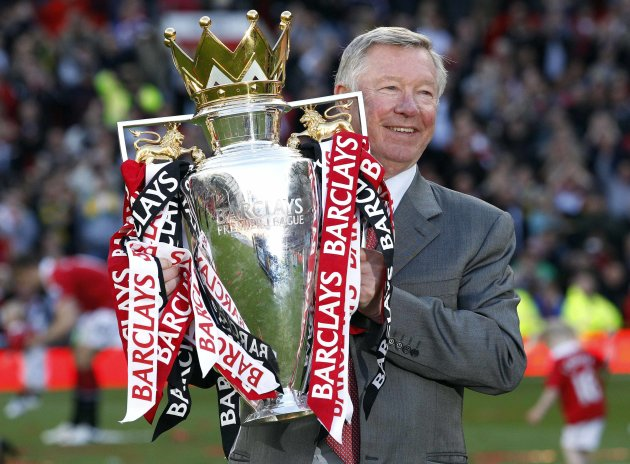 Singapore fans react with disbelief at Sir Alex Ferguson's sudden decision to quit. (Reuters photo)