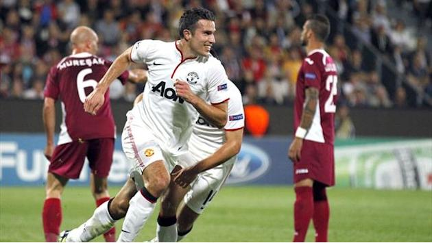 Champions League - Van Persie double gives United win at Cluj