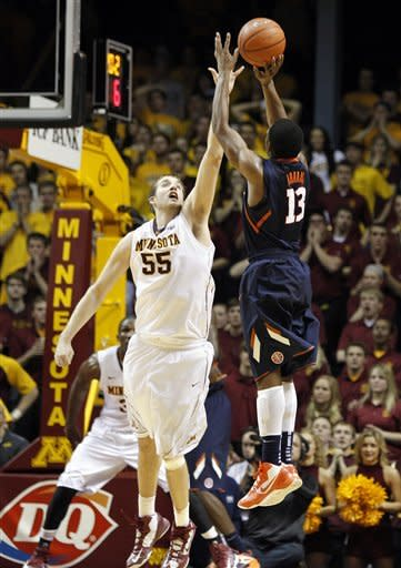 Illinois takes down No. 18 Minnesota 57-53