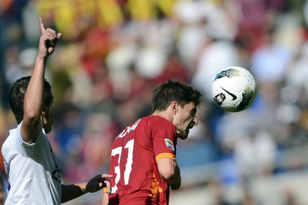 AS Roma's Forward Fabio Borini (R) Vies AFP/Getty Images