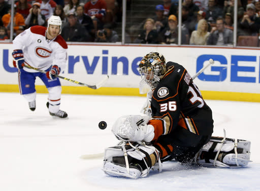 Gibson's Ducks shut down Montreal 3-1, take overall NHL lead