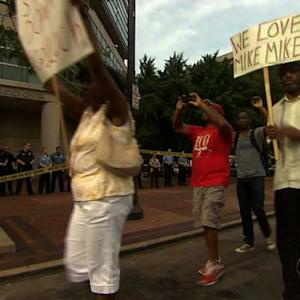 Ferguson protests move to courthouse as grand jury convenes