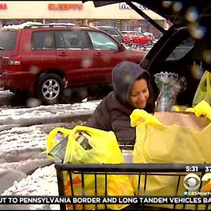 Thanksgiving Dinner Shoppers Brave Winter Weather In New Jersey