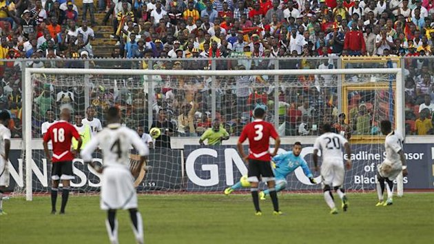 Sulley Muntari (R) of Ghana scores a penalty kick during their 2014 World Cup qualifying soccer match against Egypt at the Baba Yara Sports Stadium in Kumasi October 15, 2013. Picture taken October 15, 2013. REUTERS
