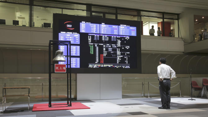 A man looks at the share price of Japan Airlines on an electronic stock board after a ceremony to mark its relisting  at the Tokyo Stock Exchange in Tokyo,  Wednesday, Sept. 19, 2012.  Japan Airlines Co. capped an $8.5 billion initial public offering, the biggest this year after Facebook's, with a modest return to the Tokyo Stock Exchange: Its share price rose only 1 percent in the first day of trading.  (AP Photo/Shizuo Kambayashi)