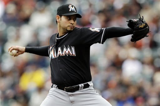 Marlins beat Giants 3-2 for three-game sweep
