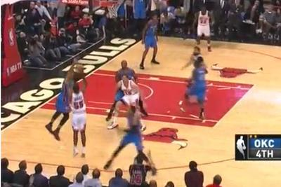 E'Twaun Moore beats the Thunder on a beautiful final play
