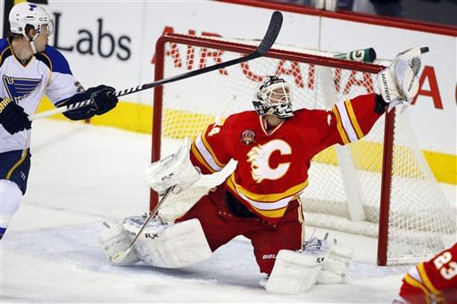 Arnott scores twice, Blues beat Flames 3-1