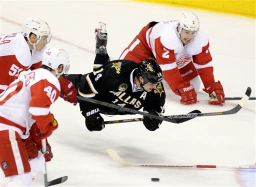 Red Wings clinch playoff spot with win at Stars