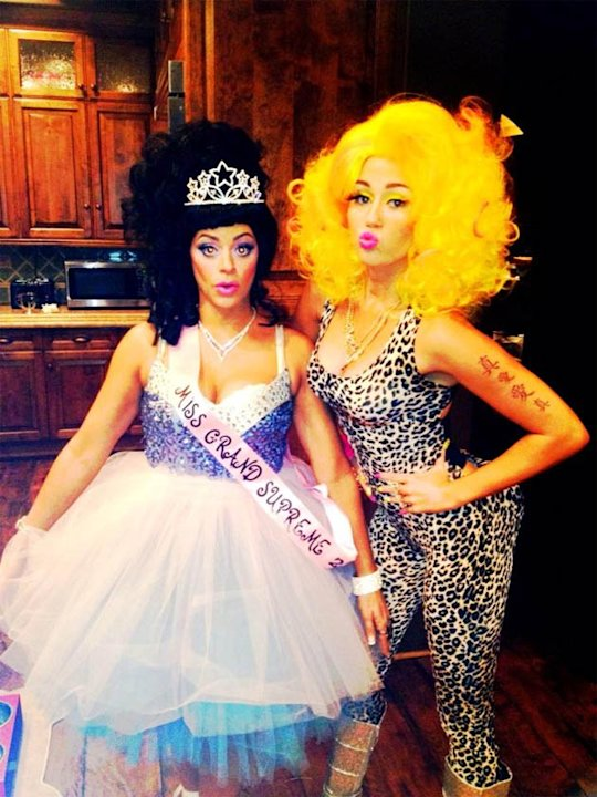 Miley Cyrus dressed up as Nicki Minaj for Halloween - we.love.it. Copyright [Miley Cyrus]