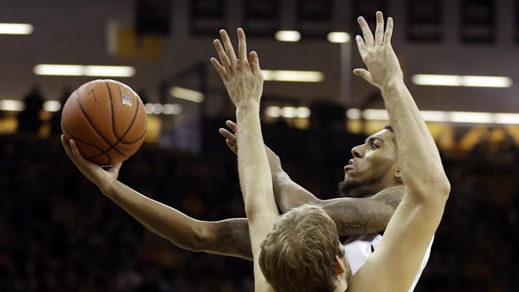 No. 14 Iowa blows past Minnesota 94-73