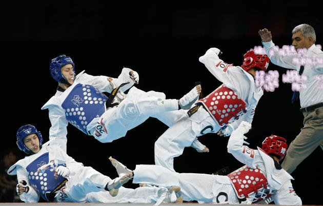 Costa Rica's Heiner Oviedo fights against Russia's Alexey Denisenko during their men's -58kg preliminary round taekwondo match at the London Olympic Games
