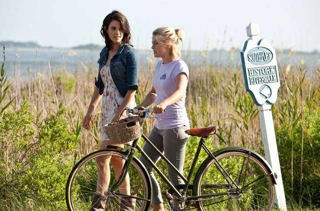 Cobie Smulders, left, and Julianne Hough in &amp;#39;Safe Haven&amp;#39;