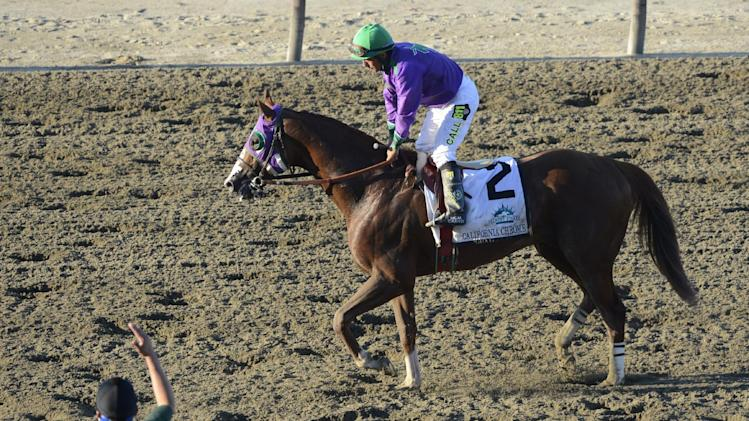 California Chrome heads home with bandaged foot