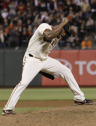 Giants rally late to beat Rockies 3-2