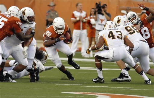 Bergeron and Brown push Texas over Wyoming, 37-17