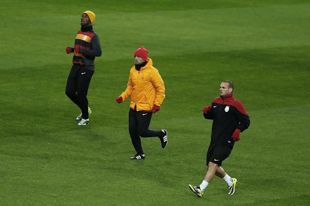 Galatasaray's Didier Drogba from Ivory Coast, left, coach Roberto Mancini from Italy, centre, and Wesley Sneijder from The Netherlands, right, run during a training session  in Madrid, Spain, Tuesday,