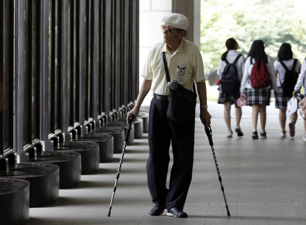 South Korean war veteran Moon Seung-joon , 87, walks near the list of names of those who died during the 1950-53 Korean War, at the War Memorial of Korea in Seoul, South Korea, Monday, June 25, 2012. People visited the War Memorial to mark the 62nd anniversary of the Korean War Commemoration. (AP Photo/Lee Jin-man)