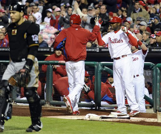 Rollins, Pettibone push Phillies past Pirates