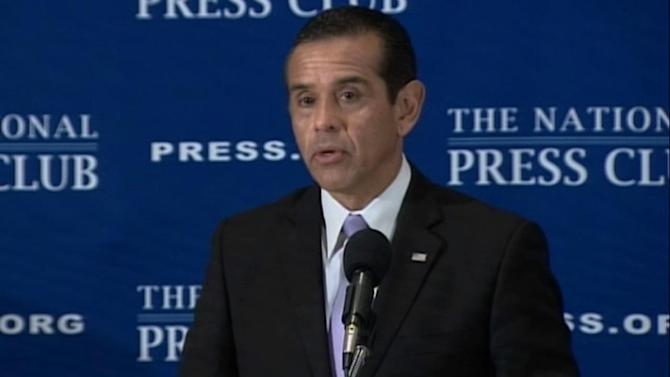 LA Mayor Antonio Villaraigosa calls for federal immigration reform